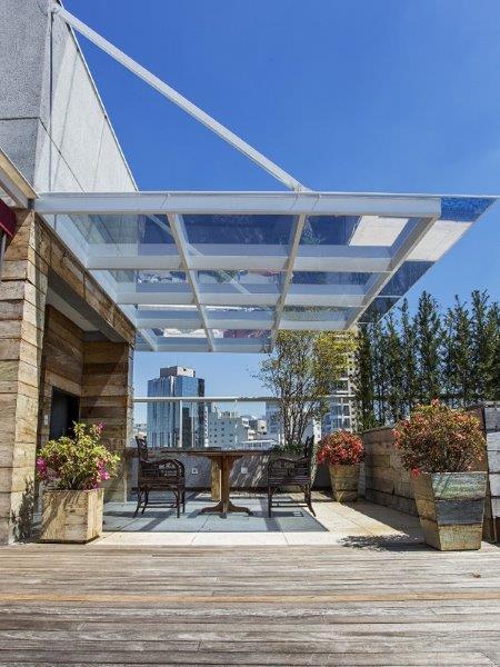 Cobertura de área externa com vidro