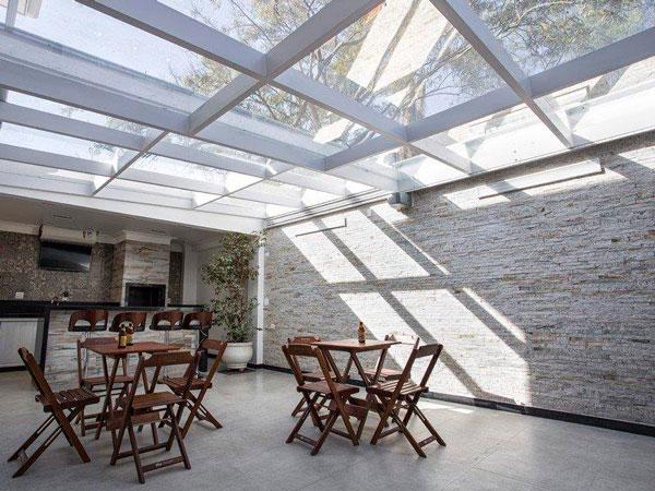 Toldos e coberturas de vidro